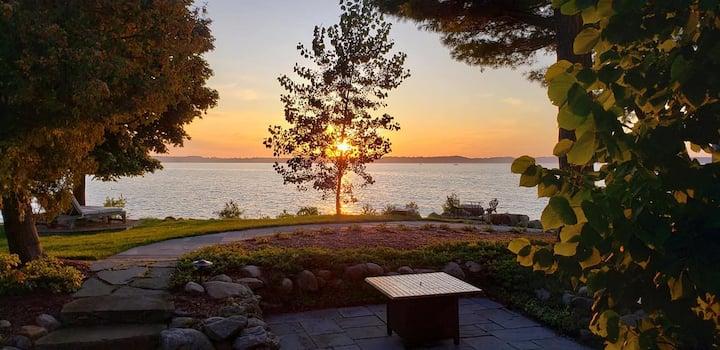 Lake Ontario Suite - The Spring Lighthouse B&B