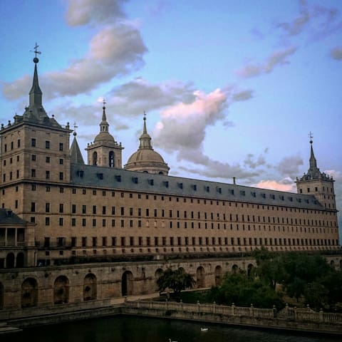 Suite El Escorial in garden with swimming pool. - El Escorial - Rumah