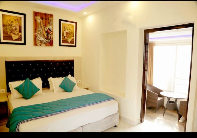 Private room just 700 meters from CP (Rajiv Chowk)