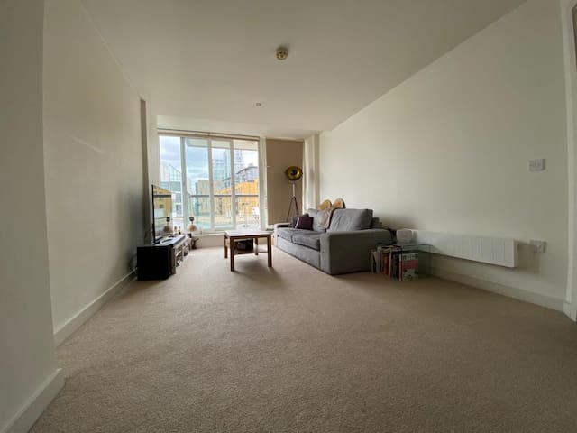 Lovely one bedroom apartment by riverside