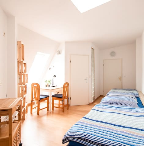 Private twin bed studio in Berlin-Wedding