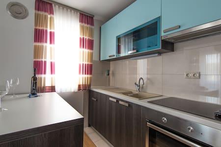 One Bedroom Apartment with Sea view (2 adults) - Okrug Donji - 아파트