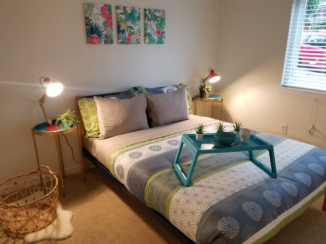 Spacious and Unique Queen Anne Private 1 br Apt