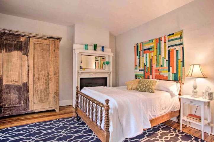 Madison Room, full bed