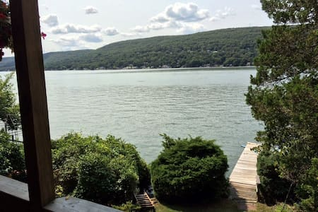 Lakefront home.  Great views. Close  to skiing. - Greenwood Lake - 小木屋