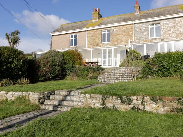 GRENVILLE, pet friendly, with a garden in Whitsand Bay, Ref 992128