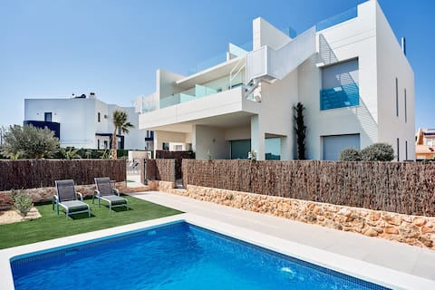 PENTHOUSE WITH JACUZZI AND BBQ IN CAMPOAMOR