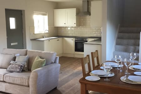 Newly renovated house, 3 min walk from town