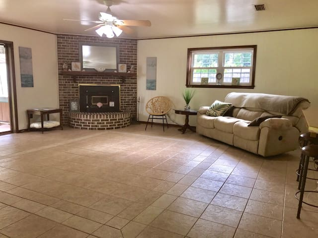 The Gathering Place 4 bedroom home in Bossier