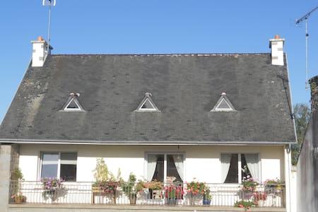 logement accueillant et lumineux  a l etage - Pédernec