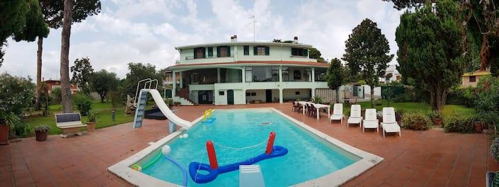 Villa presidenziale, piscina+barbecue, mare a 300m