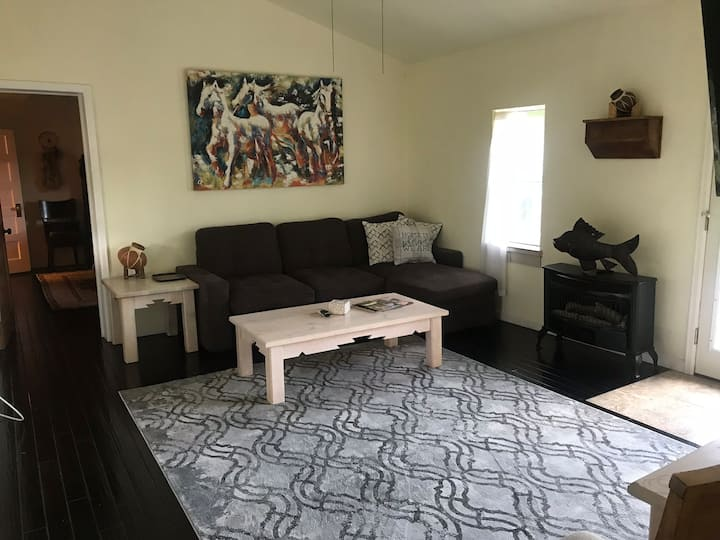 Easy living on The Ranch - privacy on Bear Creek