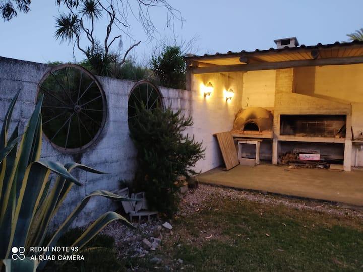 Amplia casa a 4 cuadras de Playa San Francisco