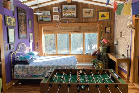 Good vibes studio apartment in the woods