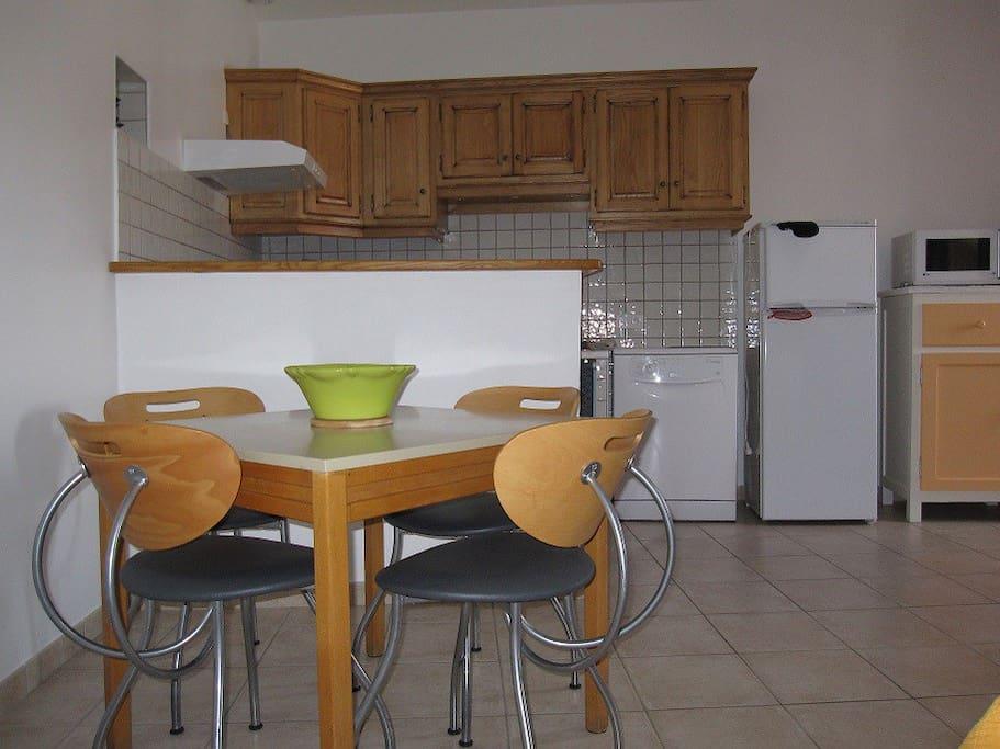 1er étage : La pièce à vivre, coin repas