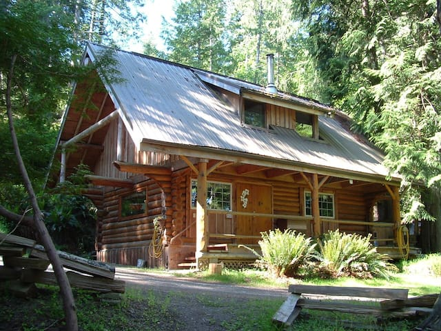 the Little Log Cabin, private, peaceful, cozy - Pender Island - Srub
