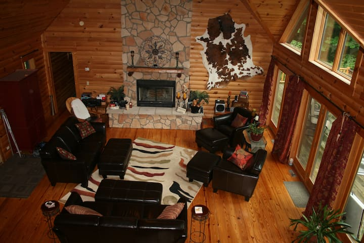 Mohican Area Log Cabin 1900 sq ft on 24 acre woods