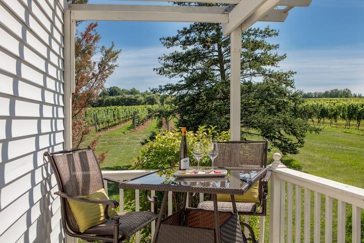 Vineland Estates Winery Bed & Breakfast Cottage