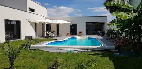 1 chambre d'hôte avec petit déjeuner et piscine