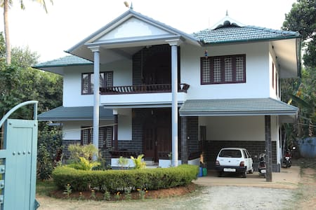 JUNGLE CASTLE HOME STAY WAYANAD - Thirunelly - Bed & Breakfast