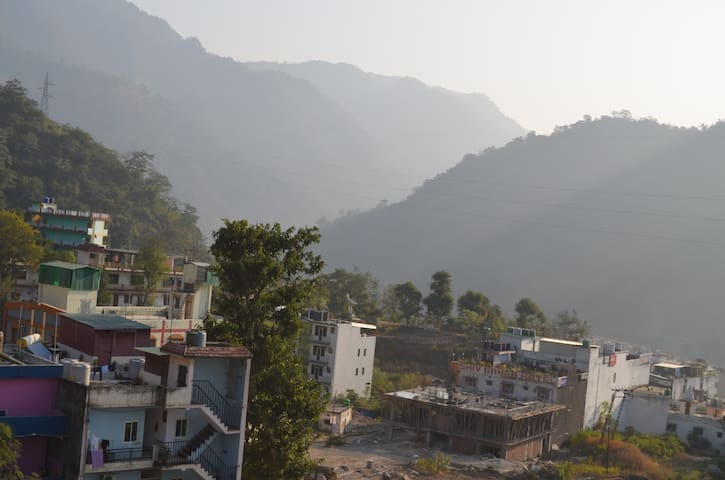 Fully Furnished Hill View Apartment with Sun Light - Rishikesh - Apartemen