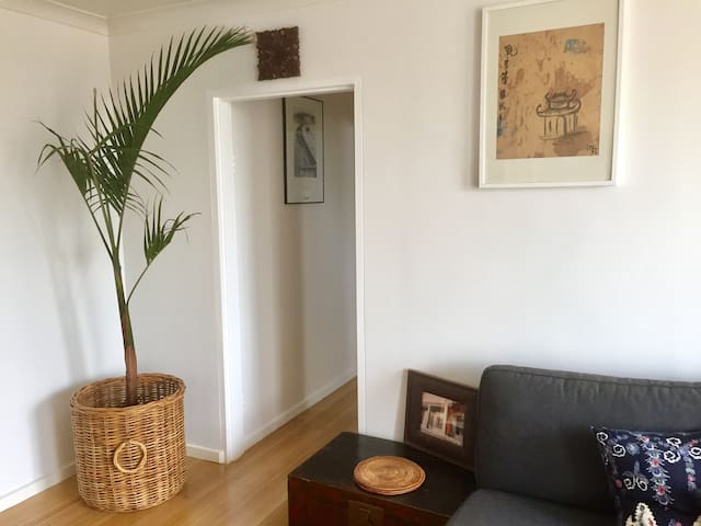 Tram, cycle, walk anywhere from this awesome pad!! - Carlton North - Apartment