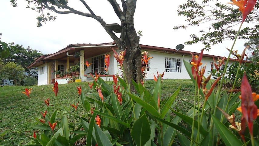 Casa finca la Aurora San Carlos Antioquia Hostal - Vereda Penoles - Huis