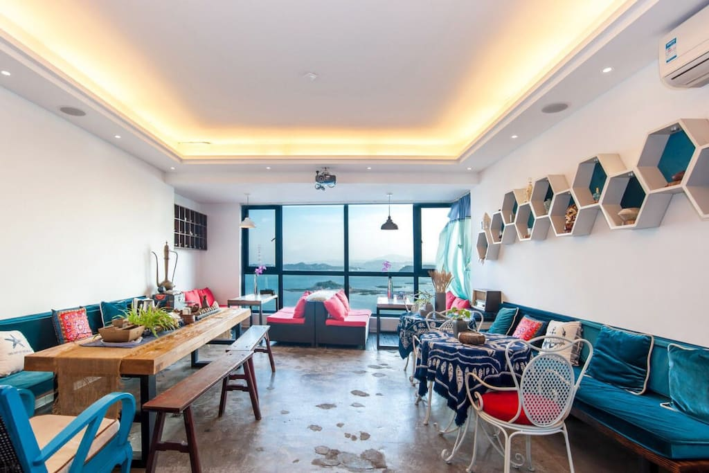 公共休闲区,可以泡茶,坐在窗边看海景