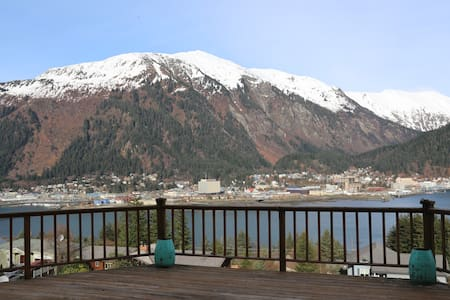 Great view, large comfortable space - Juneau - House