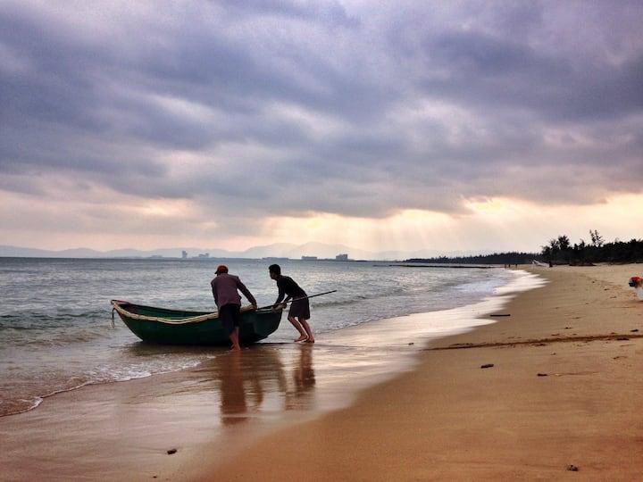 """""""序言民宿"""":面朝大海,春暖花开。平静的海棠湾旁,安静的度假小屋、给自己放飞的空间……"""