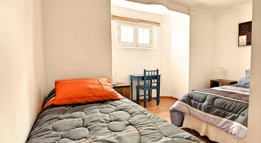 Habitación 2 camas single con Desayuno