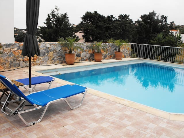 Christina's villa with pool in Kefalas Chania