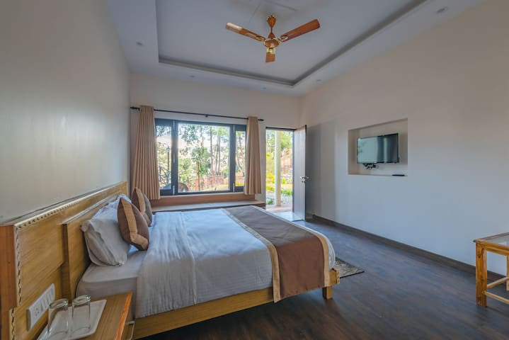 Pvt Room with Breakfast & Dinner near Almora
