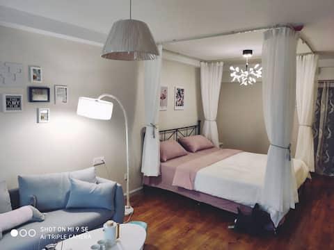 投影房/市中心南国泛悦/沃尔玛/粉色浪漫的小公寓