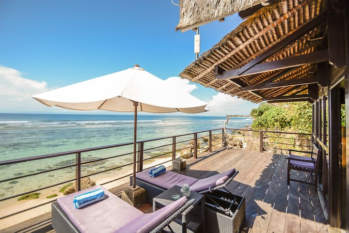 Absolute Beachfront Romantic Cabin in Uluwatu