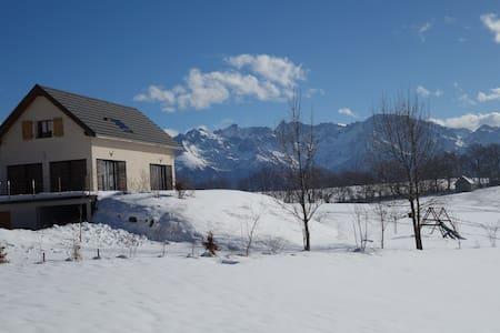 Maison contemporaine très belle vue à la montagne - Saint-Hilaire - Rumah