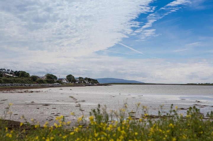 Galway Bay Wellness 2br house on the sea shore