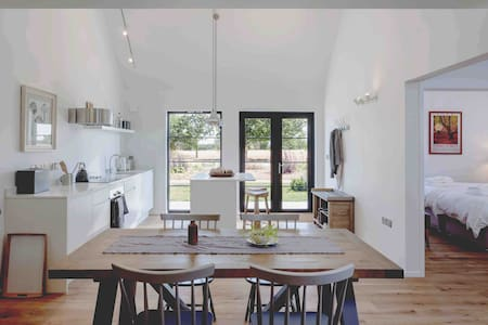 Woolmers a stylish rural retreat 5 mins Stansted