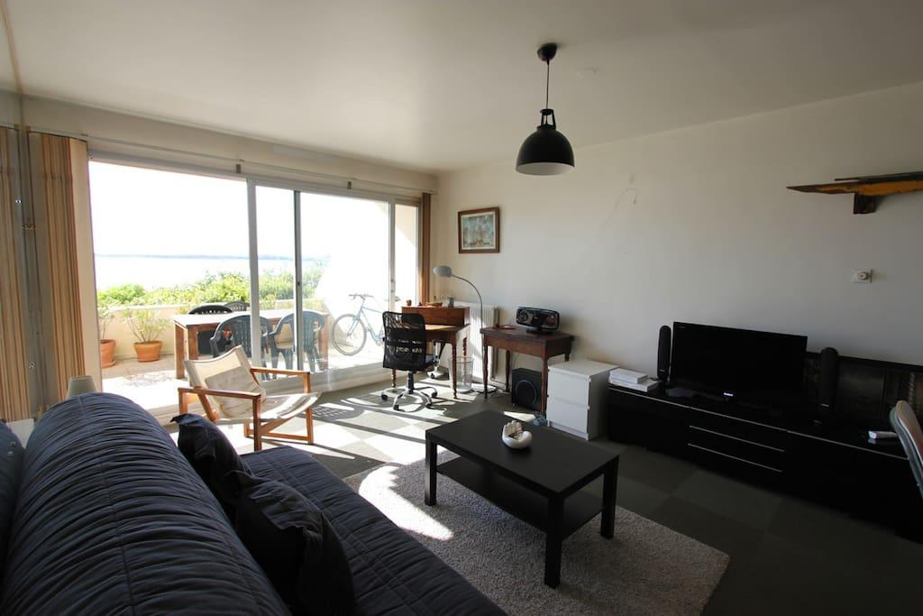 appartement 43 m tr s belle vue sur mer et plage apartments for rent in la rochelle nouvelle. Black Bedroom Furniture Sets. Home Design Ideas