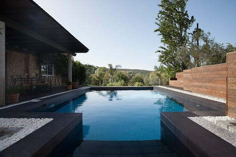 Secluded Mountain-View Cottage w Private Pool