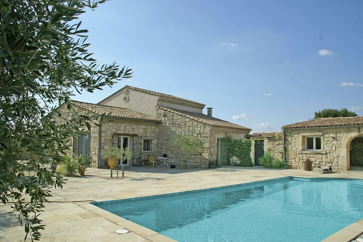 Welcoming Villa with Private Swimming Pool in Montfrin