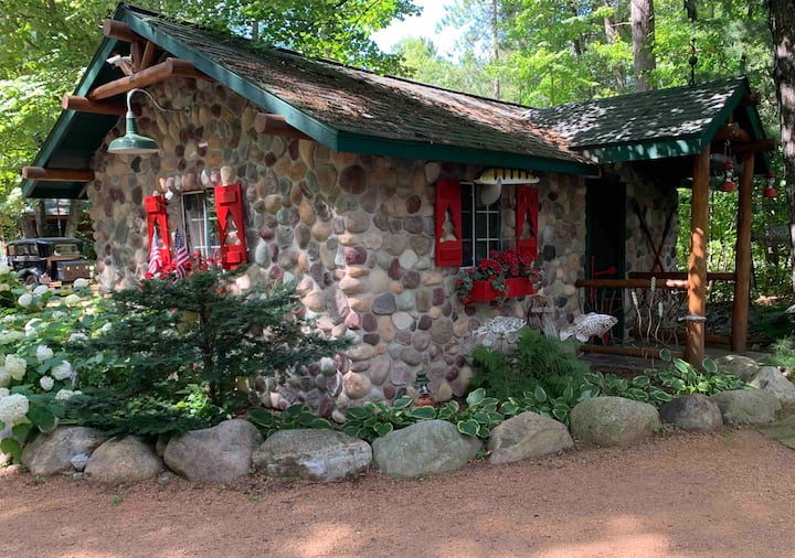 The Croquet Cabin Cozy couple retreat in the woods