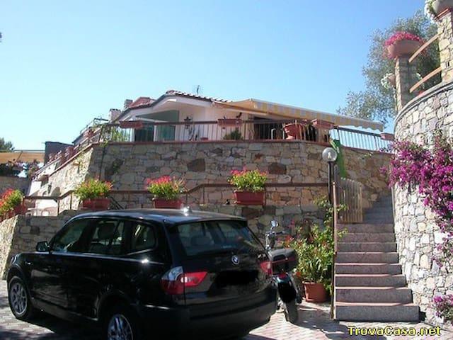 ingresso parcheggio  villa