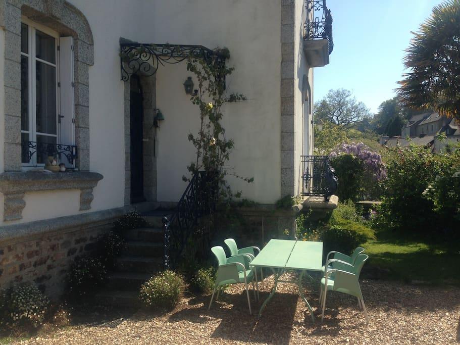 Terrasse et jardin de la Maison Castel Braz.