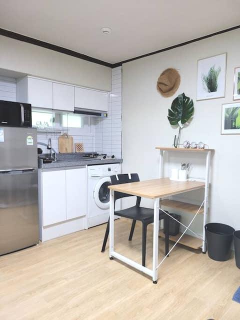 MAISON BOTANIQUE : Chambre individuelle confortable et calme. Pas d'auto-isolement!! Usage privé! Salle de bain propre!!