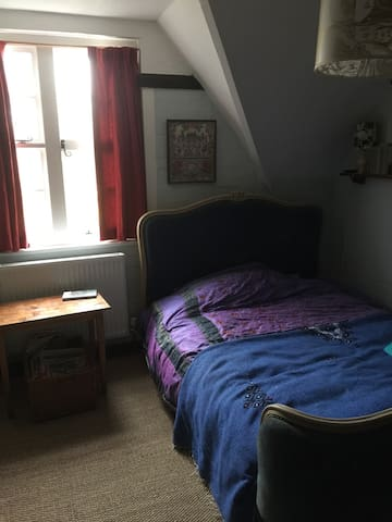 Cozy double bed in Arts and Crafts family home - Steep - Bed & Breakfast