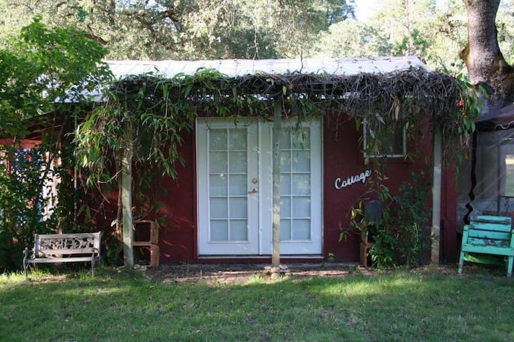 Cozy Cottage on the Farm--gateway to fun in NorCal - Colfax - Vendégház