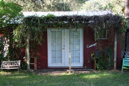 Cozy Cottage on the Farm--gateway to fun in NorCal - Colfax - Gästehaus