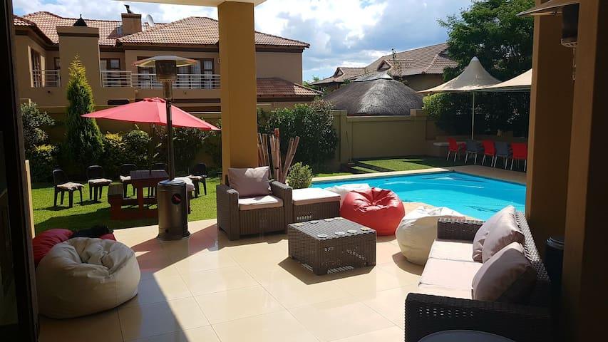 5 star Ultra luxurious estate house - Midrand - House