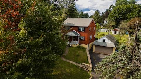Entire House (6 ppl)+Fenced Backyard~Doylestown